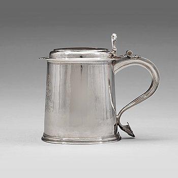 123. An English 17th century silver tankard, mark of John Jackson, London 1689.