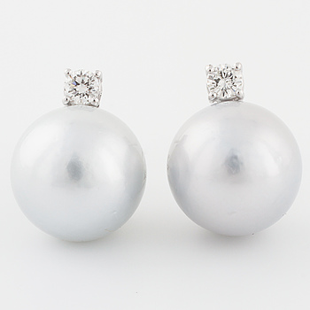 EARRINGS, with cultured pearl and brilliant cut diamond.