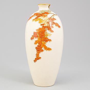 A Japanese satsuma vase, Meiji period (1868-1912).