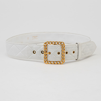 A Chanel white quilted leather belt.