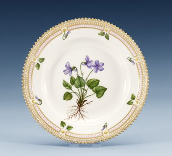 A set of eight Royal Copenhagen ´Flora Danica´porcelain plates, Denmark 1960´s-70´s, model 3551. (8). Diameter 17 cm.