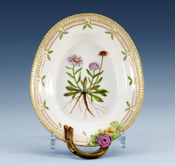 A Royal Copenhagen ´Flora Danica´ porcelain pickle dish, Denmark 1960´s-70´s, model 3540.