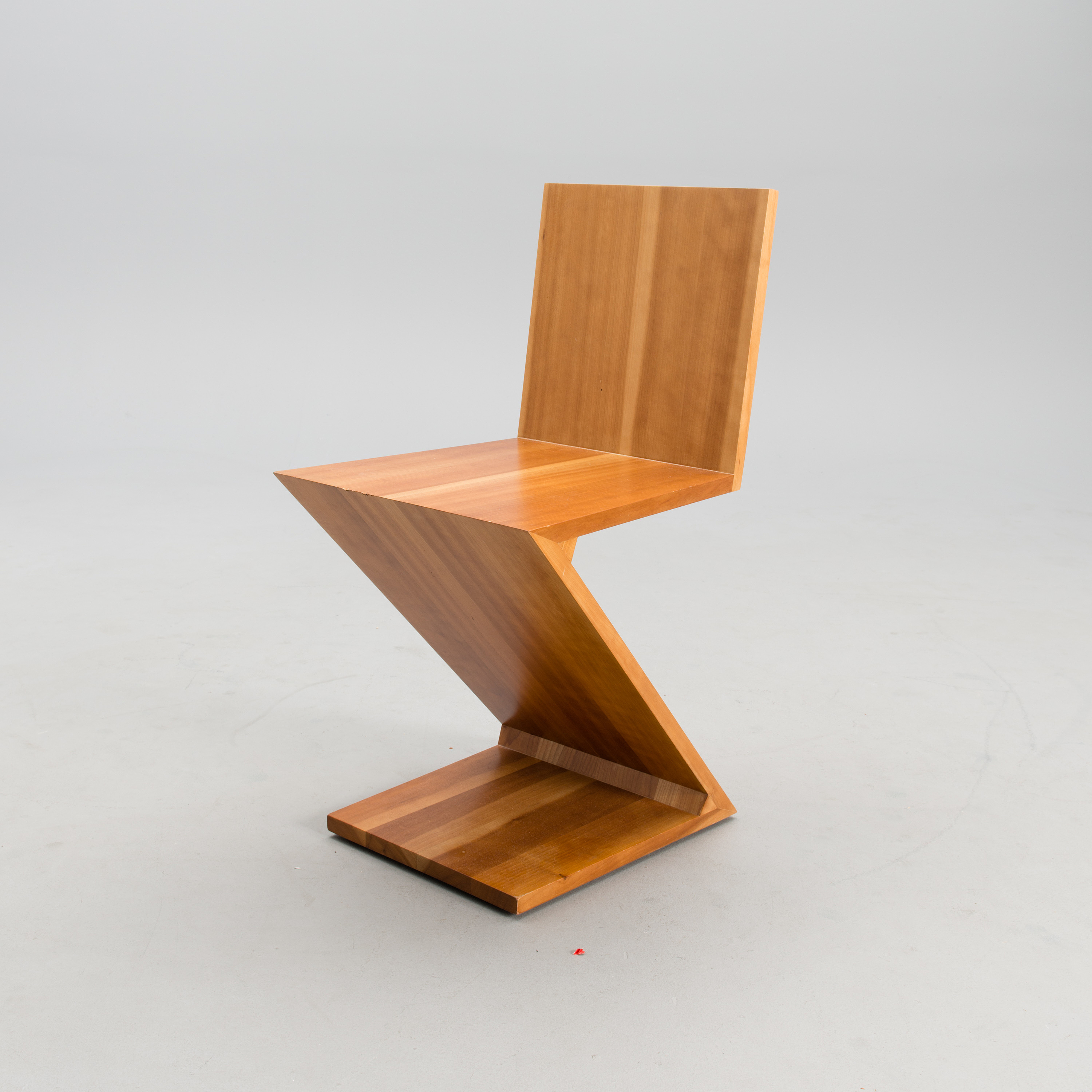 GERRIT RIETVELD, A Z Chair, 280 Zig Zag, For Cassina, From The Late 20th  Century, Designed 1934.   Bukowskis