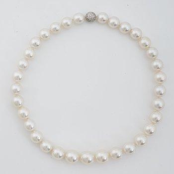 799. A cultured South sea necklace.