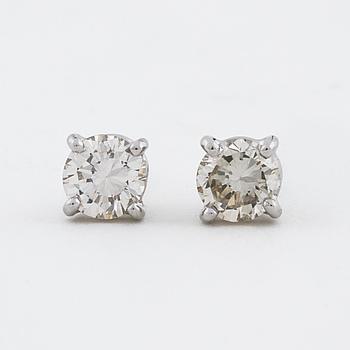 ÖRHÄNGEN, med briljantslipade diamanter totalt cirka 0.60 ct.