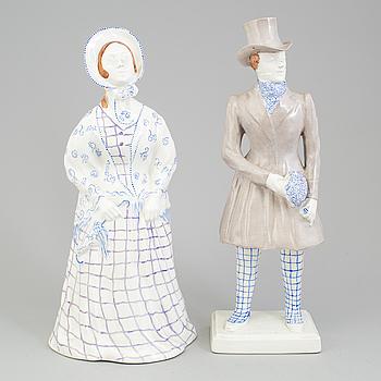 ALF WALLANDER, figuriner, ett par, signerade i godset, för Rörstrand, tidigt 1900-tal.