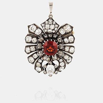 806. A spessartite garnet and old cut diamond brooch/pendant. 19th century.