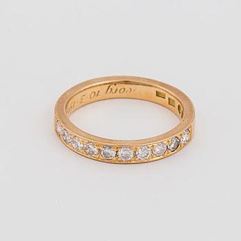 HALVALLIANSRING med briljantslipade diamanter.