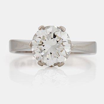 807. A brilliant cut diamond ring.