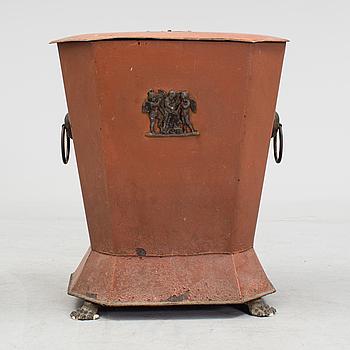 KOLBOX, målad plåt, England, 1800-tal.