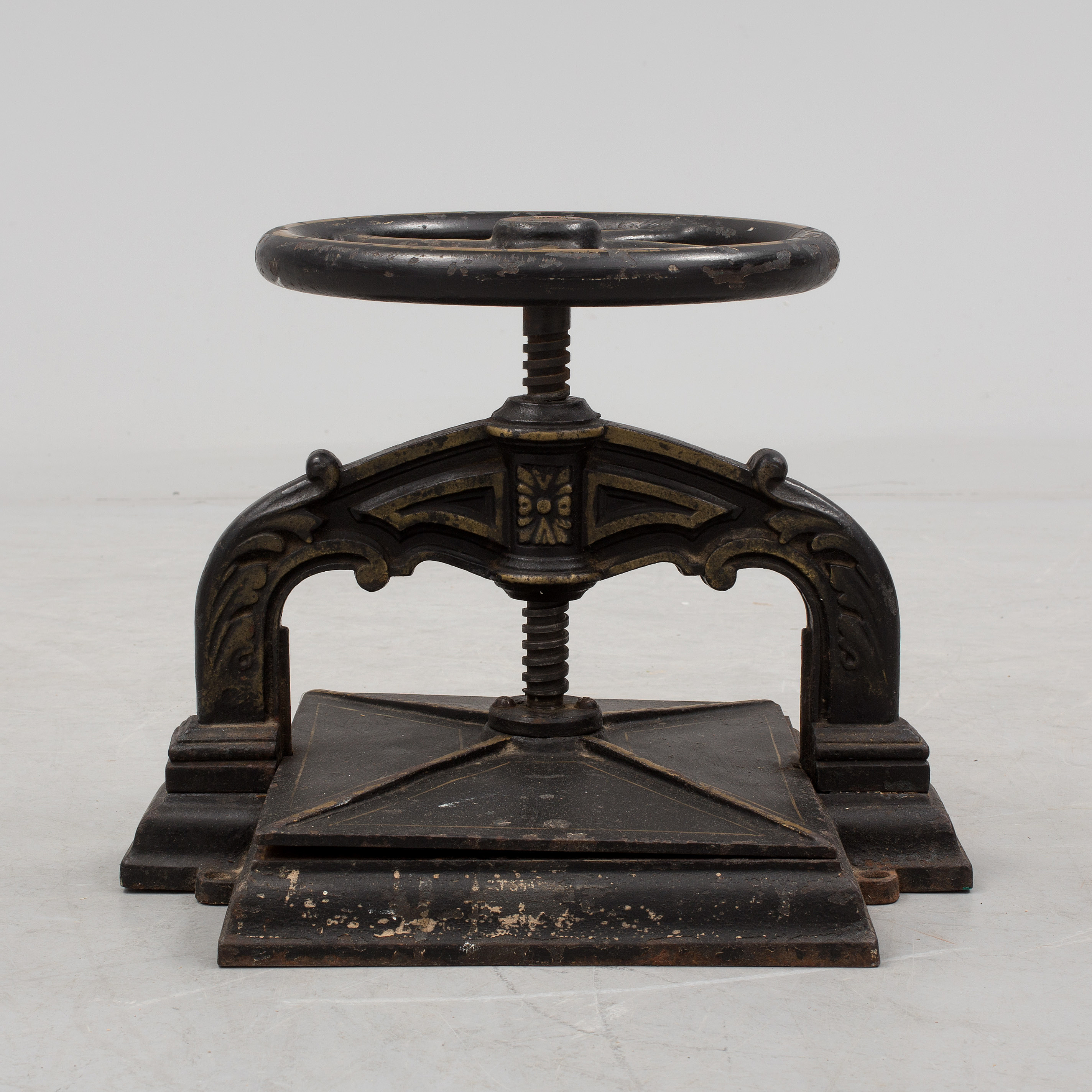 A cast iron book press from around year 1900  - Bukowskis
