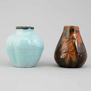 HILMA PERSSON-HJELM, vaser, två stycken, lergods, signerade.