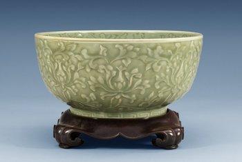 1282. SKÅL, celadon. Ming dynastin, (1368-1644).