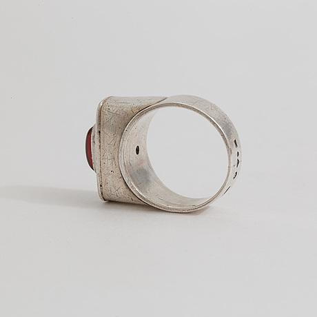A garnet ring by ceson, göteborg, 1955.
