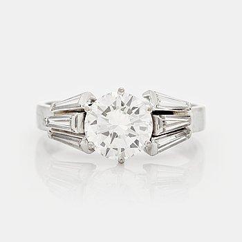 774. RING med en briljantslipad diamant. aadaf32d8e1ce