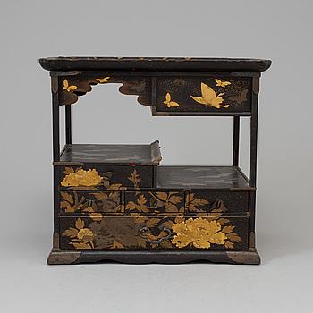 SKÅP, lack. Japan, Meiji (1868-1912).