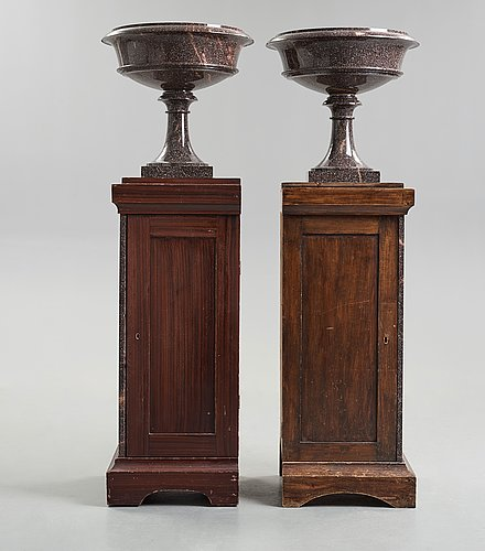 A pair of swedish porpyry vases on wooden bases, älvdalen, first half of the 19th century.
