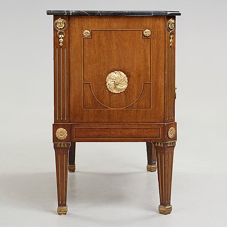 A gustavian 1780's commode by gottlieb iwersson (master in stockholm 1778-1813), not signed.