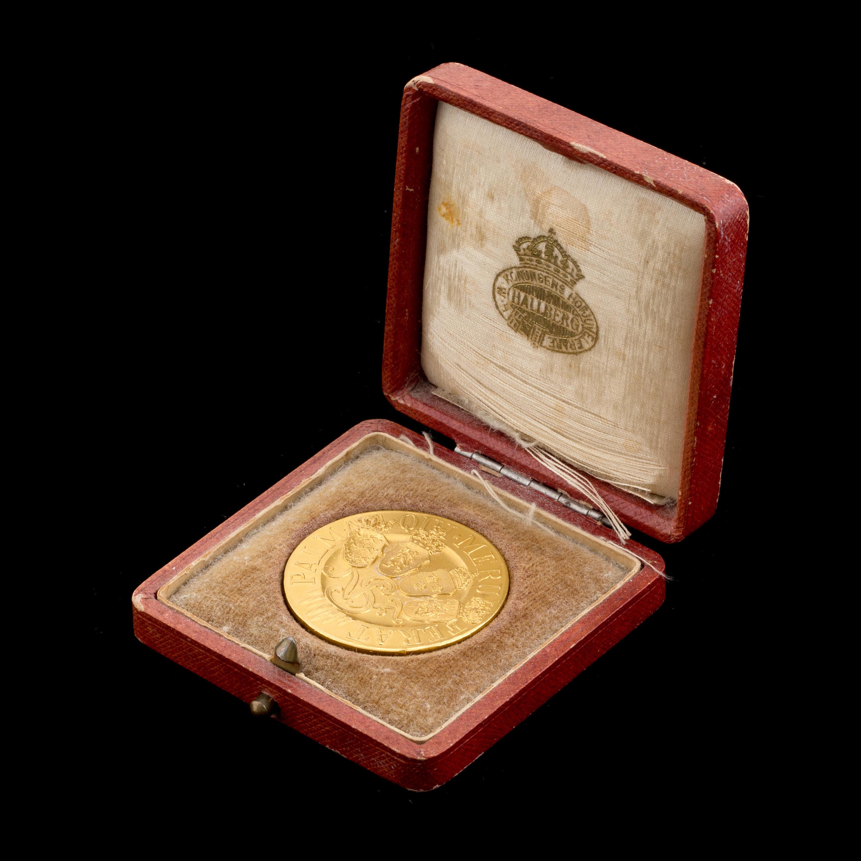 A 23 K Gold Medal Palmam Qui Meruit Ferat Weight Ca 21 Grams Bukowskis