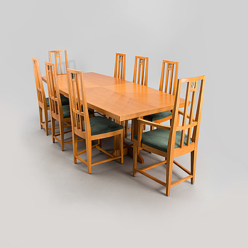 ELIEL SAARINEN, A SET OF SIX SIDE CHAIRS, TWO ARM CHAIRS AND A DINING TABLE. Design in 1928.