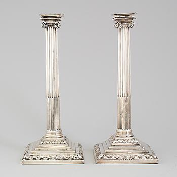 ANDREW FOGELBERG, ett par ljusstakar av silver, London 1766.