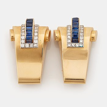 907. A pair of 1940/50's brooches by Boucheron, set with baguette cut sapphires, brilliant- and single cut diamonds.