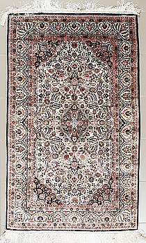 MATTA, troligen Kina, silke, 152 x 94 cm.
