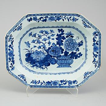TERRINFAT, porslin, Kina, Qianlong (1736-1795).