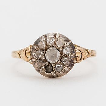 RING med rosenslipade diamanter.