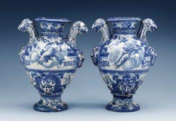 1207. A pair of Itailian maiolica ´Historismus´ jars, 19th Century. (2).