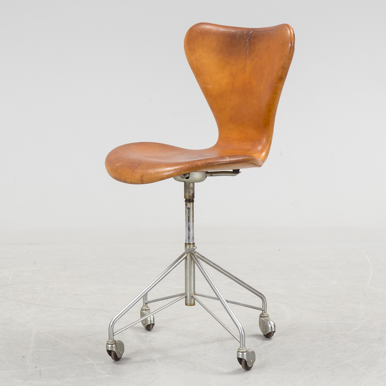 """ARNE JACOBSEN ARNE JACOBSEN chair """"Sjuan"""" Fritz Hansen Nr"""