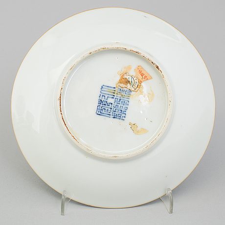 A Chinese porcelain plate with the mark of Qianlong, 20th ...