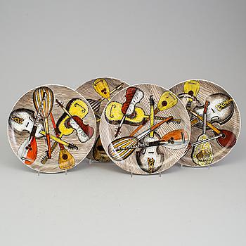 """PIERO FORNASETTI, tallrikar, fyra stycken, """"Strumenti Musicali"""", Milano, Italien."""