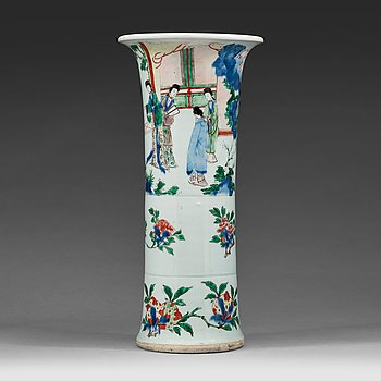 609. A wucai trumpet vase, Qing dynasty, presumably 19th century.
