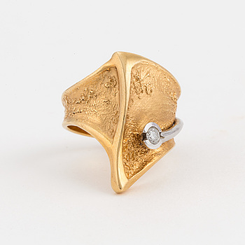 OLE LYNGGAARD, Köpenhamn, ring med briljantslipad diamant.