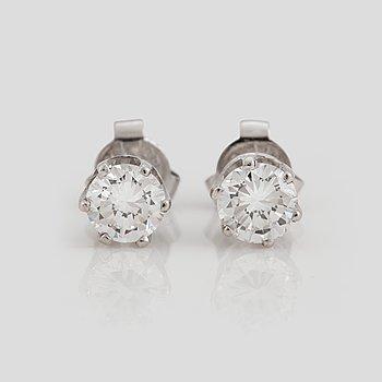 814. A pair of brilliant cut diamond earrings.