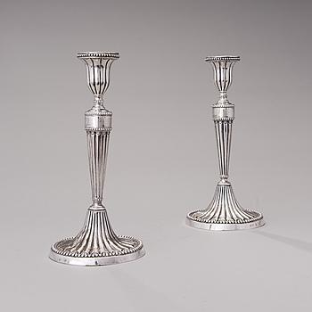 LJUSSTAKAR, ett par, silver, sannolikt Neapel, Italien, 1780-90-tal.