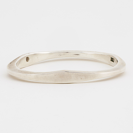 A bangle by  sven-erik högberg, göteborg, 1990.