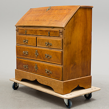 ROKOKO, An 18th century writing commode.