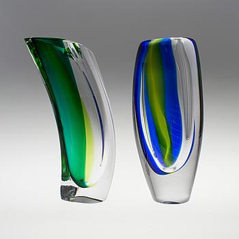 GÖRAN WÄRFF, 2 vaser av glas, Kosta Boda, omkring 2000.