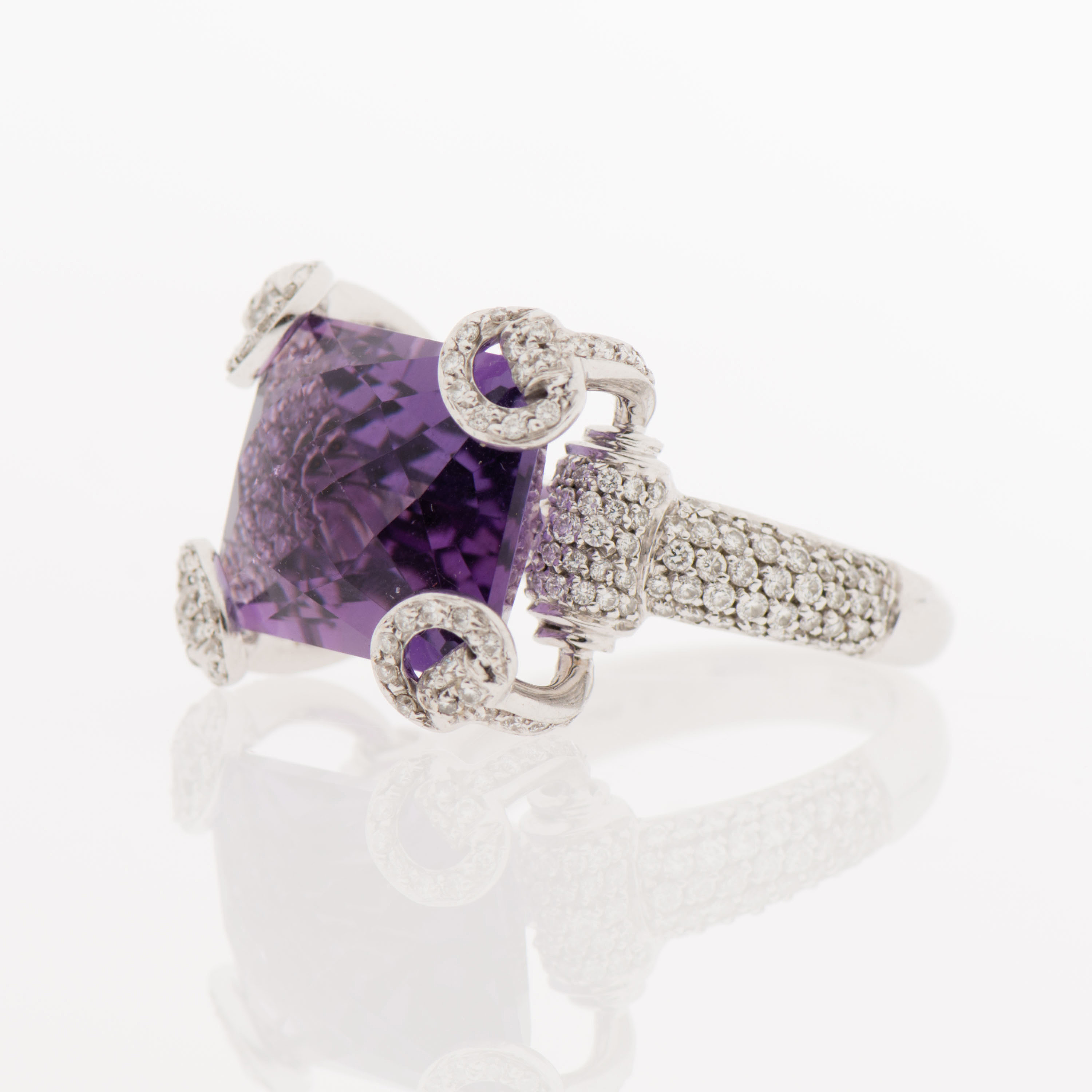 b882340ca A RING, Gucci Horsebit, facetted amethyst, diamonds, 18K white gold. -  Bukowskis