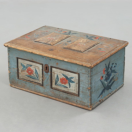A folk art chest from ljusdal järvsö in the first half of the 19th century.