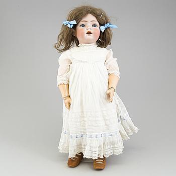 a KÄMMER & REINHARDT/SIMON & HALBIG porcelain doll from 1912.