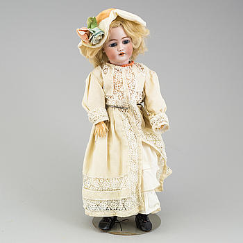 a Franz Schmidt & Co porcellain doll from the early 20th century.