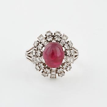 RING, med stjärnrubin cirka 4.35 ct samt briljant- och åttkantslipade diamanter, WA Bolin, Stockholm, 1971.