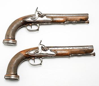 SLAGLÅSPISTOLER, ett par, omkring 1800-talets mitt.