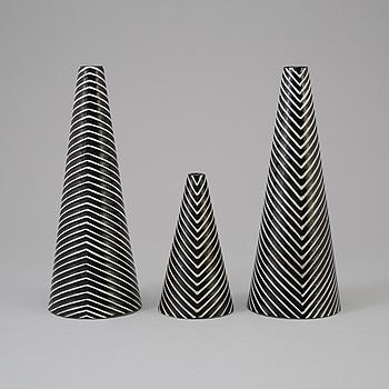 "STIG LINDBERG, vaser 3 st, stengods, ur serien ""Domino"", Gustavsberg, 1900-talets mitt."