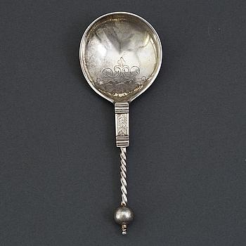 Icke identifierat bomärke, sked med kulknopp, silver, troligen Norge 1600-tal.