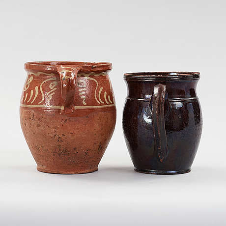 Two earthenware pots from the 19th century.