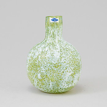 OIVA TOIKKA, A glass vase of the Pro Arte series, Nuutajärvi Notsjö, 1980´s.